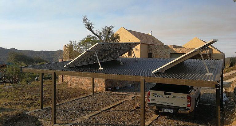Paneles solares en una cima de CANDONGA